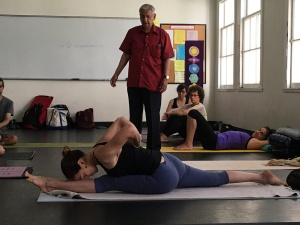Ramaswami teaching Anjaneya asana advanced version